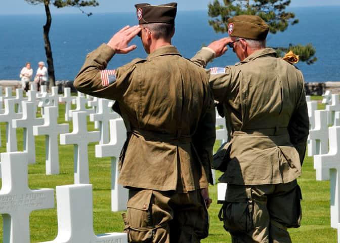 Normandie cimetiere et soldats