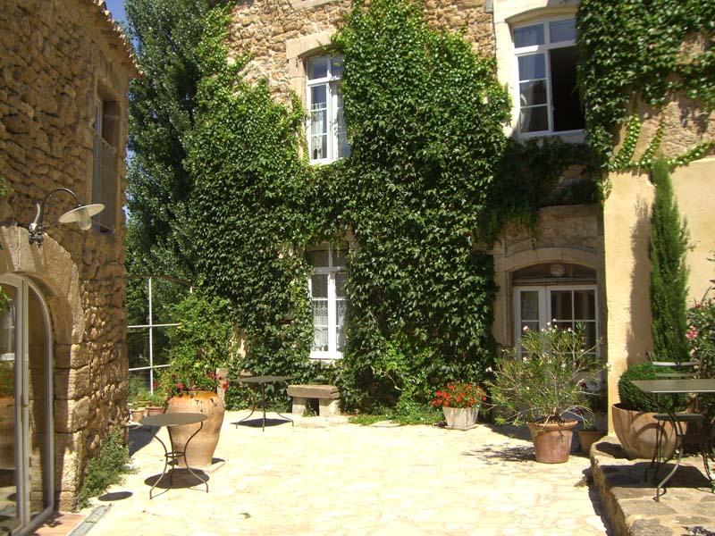 Chambres d'hôtes de charme , Les Aiguières, suze la rousse 26790