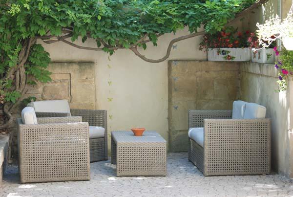 chambre d 39 h tes ch teau cornillon arles 13200. Black Bedroom Furniture Sets. Home Design Ideas