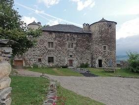 Chambres d'hôtes de charme , Maison Forte de Chabanolles, retournac 43130