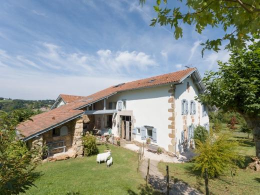 Chambres d'hôtes de charme , Ferme Elhorga - Maison d'hôtes & Gîtes au Pays basque, saint pee sur nivelle 64310